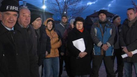 В Яхиново са решени да продължат протестите.