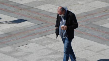 Носенето на маски на открито беше задължително до 13 май