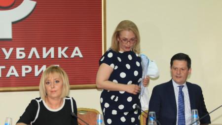 Мая Манолова (вляво) и Димитър Маргаритов (вдясно)