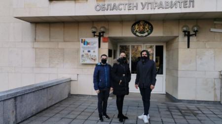 Протестът пред областната управа във Велико Търново.