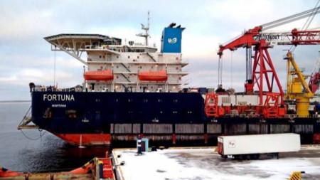 Руски кораб за полагане на тръби
