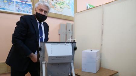 """Бойко Рашков гласува в 39 СУ """"Петър Динеков"""""""