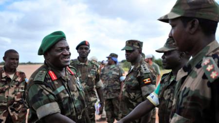 Генерал Катумба Вамала (вляво), сниман по време умиротворителна мисия на ООН в Сомалия, 2013