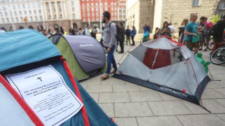 Протестиращите призоваха миналата седмица президента да наложи вето върху новите правила за дивото къмпингуване.