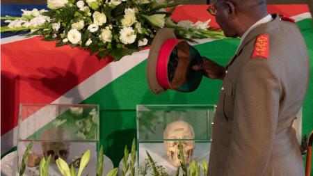 Церемонията в църква в Берлин, с която бяха предадени човешки останки, взети от Намибия преди повече от век.
