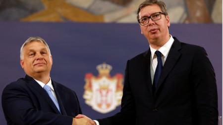 Премиерът на Унгария Виктор Орбан (вляво) и президентът на Сърбия Александър Вучич
