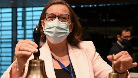 Португалският държавен секретар по европейските въпроси Ана Паула Закариаш открива заседанието.