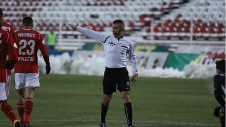 Ивайло Стоянов ще води дербито в неделя.