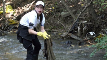 Почистване на Перловската река
