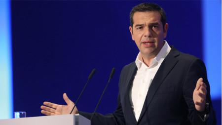 Премиерът Алексис Ципрас лично съобщи за инцидент с турски военни самолети, които принудили хеликоптера му да извърши рискови маневри.