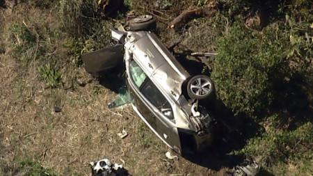 Автомобилът на Тайгър Уудс след катастрофата.