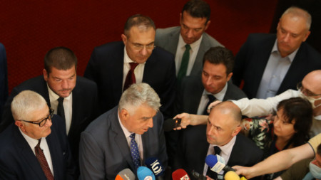 """Брифинг след експертната среща по темите икономика и финанси на представители на """"Има такъв народ"""" и """"БСП за България"""" в парламента - 28 юли 2021 г."""