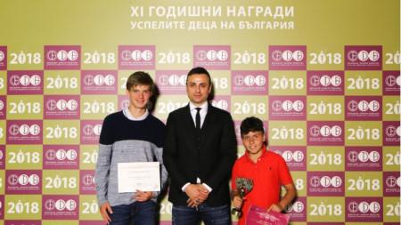 Димитър Бербатов с Нестеров (вляво) и Иванов.