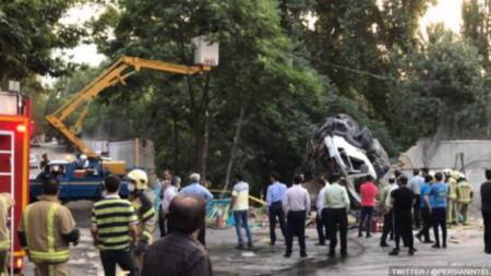 Бетоновоз се вряза в стената на руското посолство в Техеран