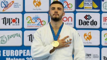 Борис Георгиев със златния медал в Малага.