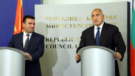 Boyko Borisov (dcha.) y Zoran Zaev