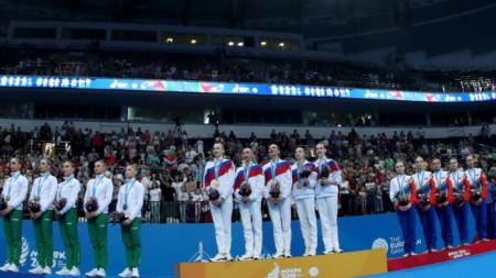Руският ансамбъл /в средата/ спечели златото на 5 топки
