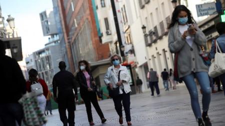Строги ограничения заради коронавируса трябва да влязат в сила утре в Мадрид.