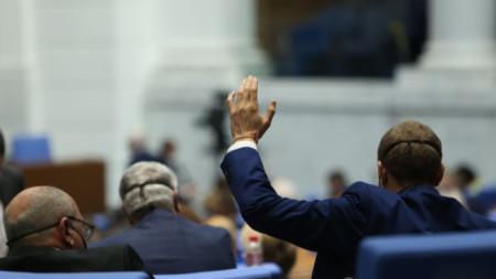 Депутатите приеха промени в Закона за автомобилните превози бяха на второ четене.