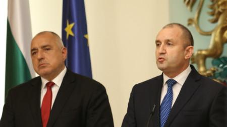 Премиер и президент на съвместен брифинг през март