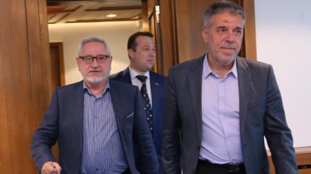 Двамата съпредседатели на Съвместната комисия проф. Ангел Димитров и проф. Драги Георгиев