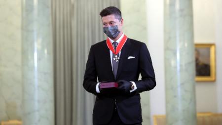 Роберт Левандовски след връчването на ордена.