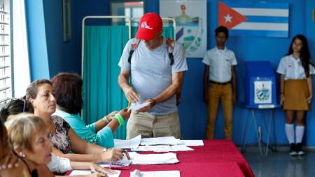 В Куба гласуваха на референдум за нова конституция.