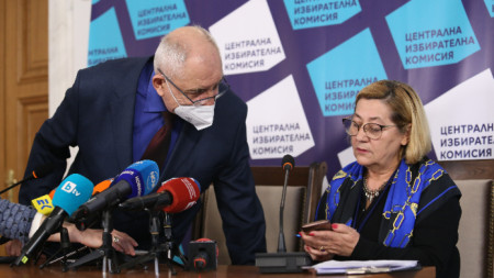 Говорителите на ЦИК Таня Цанева и Димитър Димитров.