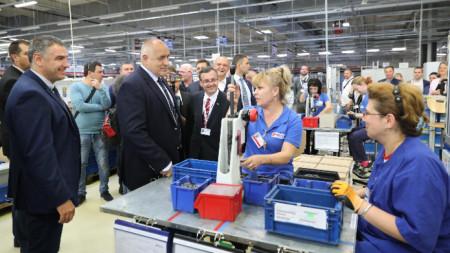Радваме се, че в България откриваме два завода за един ден, заяви министър-председателят Борисов в Русе, където откри германска инвестиция в сферата на автомобилостроенето