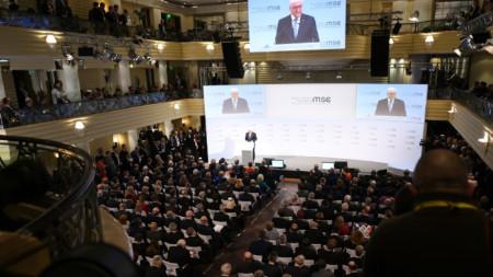 Германският президент Фран-Валтер Щайнмайер открива конференцията по сигурността в Мюнхен.