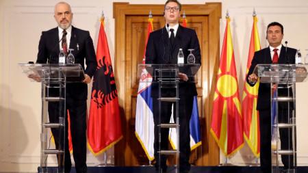 Еди Рама, Александър Вучич и Зоран Заев при подписването на Декларацията за