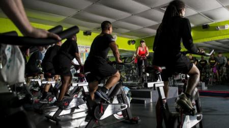 При проучването доброволци били карани да въртят велоергометър с различна интензивност и продължителност.