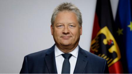 Dr. Bruno Kahl