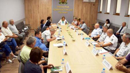 На заседание на Областната епизоотична комисия бе взето решение цялата територия на област Перник да бъде обявена за санитарна зона.