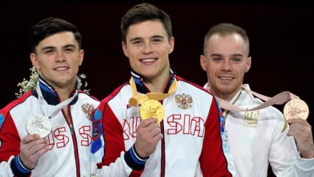 Никита Нагорний (в средата), Артур Далалоян и Олег Верняев