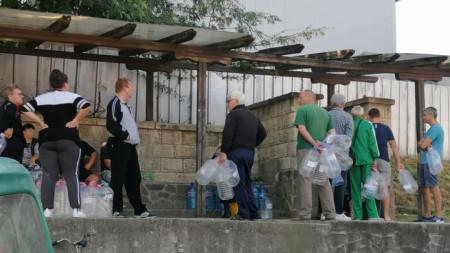Шести ден в Свищов и селата Вардим и Царевец или няма вода от чешмите.