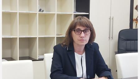 Нели Стоянова