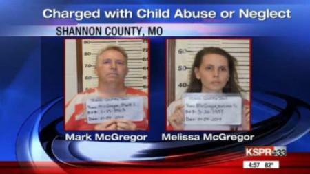 Родителите са обвинени в насилие над деца.