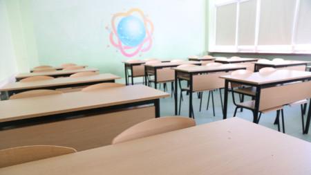 Класните стаи са готови да посрещнат учениците