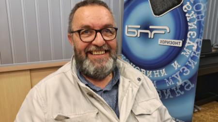 Антон Митов в студиото на