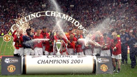 Манчестър Юнайтед с титлата през 2001 г., която узакониха на 14 април.
