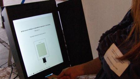 Секцията във врачанското село Косталево, където има машина за гласуване.