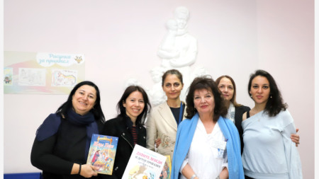 Дарение на книги за детска болница