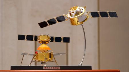 """Прототипът на китайския космически апарат """"Чанъе–5"""""""