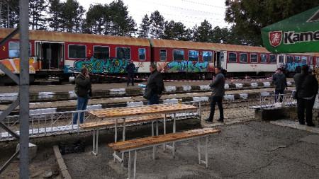 Влакът не може да продължи по маршрута си, докато в него текат следствени действия