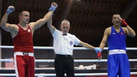 Радослав Панталеев (вляво) ще се боксира срещу кубинец.