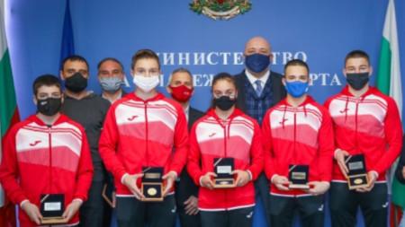 Министър Кралев награди медалистите от европейското първенство по спортна гимнастика
