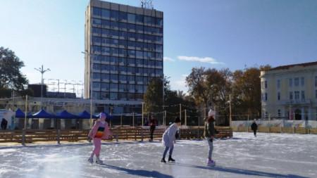 На ледената пързалка в Пловдив