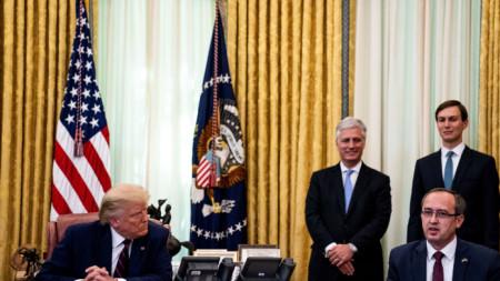 Президентът на САЩ Доналд Тръмп и премиерът на Косово Авдулах Хоти в Белия дом - 4 септември 2020