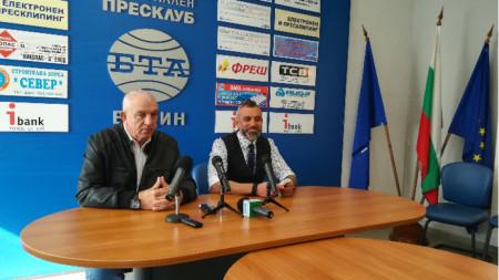 Народният представител Калин Вельов /вдясно/ с колегата си от ГЕРБ Владимир Тошев.